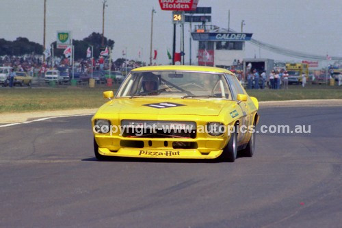 81102 - Peter Finch, Holden Monaro - Calder 8th November 1981 - Photographer Peter D'Abbs