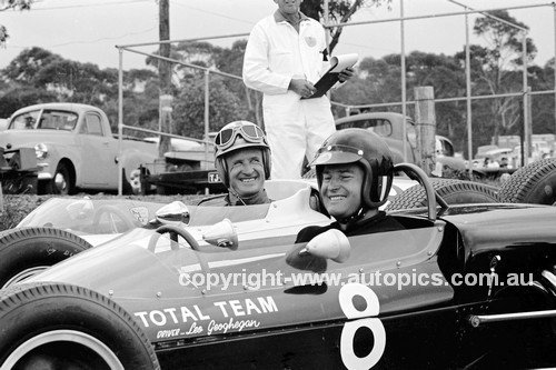 64085 - Leo Geoghegan, Lotus & Bob Holden, Lynx Peugeot -  Catalina Park Katoomba 8th November1964 - Photographer Bruce Wells