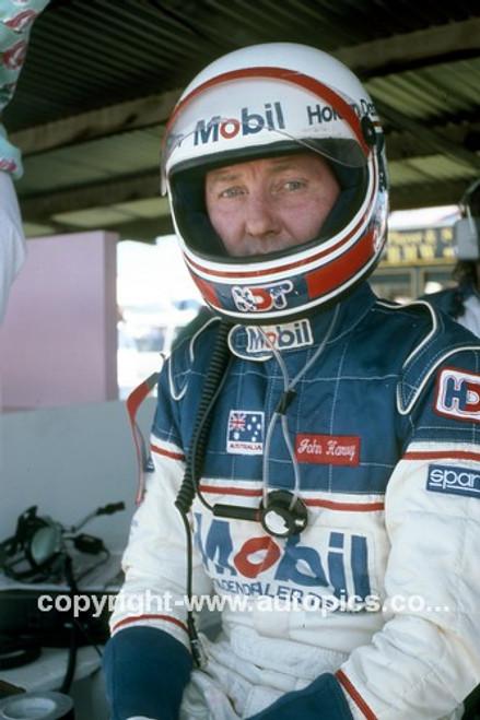 86084 - John Harvey 1986 - Photographer Ray Simpson