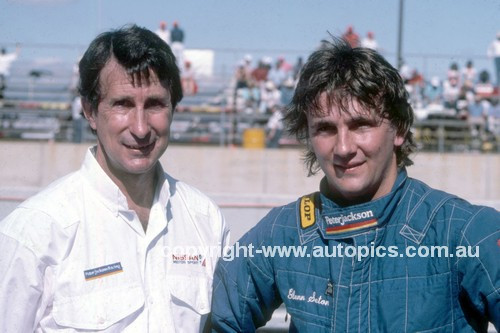 900095 - Barry & Glenn Seton - Photographer Ray Simpson