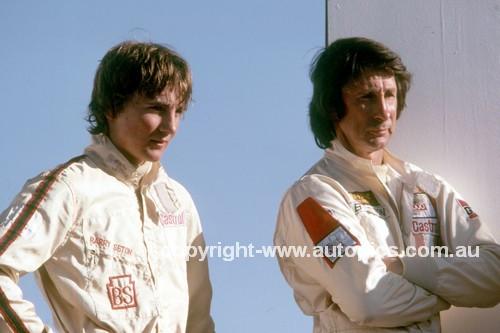 900096 - Barry & Glenn Seton - Photographer Ray Simpson