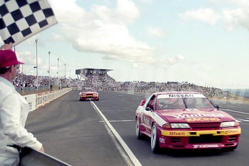 92052 - Mark Skaife & Jim Richards  - Nissan GTR - Oran Park 1992