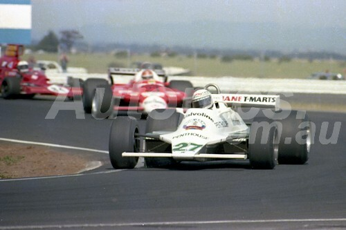 80520 - Alan Jones, Williams -  Calder 1980 - Photographer Peter D'Abbs
