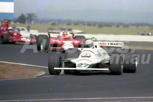 80520 - Alan Jones, Williams -  Calder 1980 - Photographer Peter D'Abbs