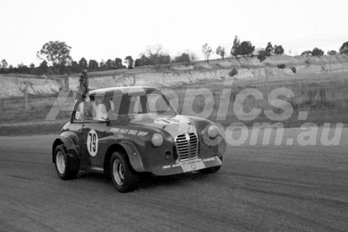 69359 - Peter Brock, Austin A30 - Hume Weir 1969 - Photographer John Lindsay