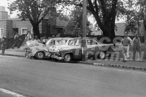57012 - Len Lukey & R. Smith - Ford Customlines - Albert Park 1957