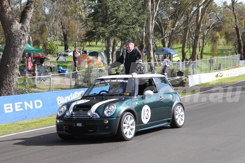 16009 - Bob Holden, Parade Lap - 2016 Bathurst 1000