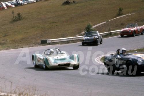 701059 -  Peter Bladwell Sprite & Ted Proctor Manx Mirage - Oran Park 1970 - Photographer Bob Jess