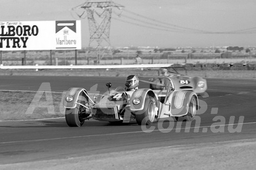 75102 - Ross Weyss, Farrell Clubman - Calder 1975 - Photographer Peter D'Abbs
