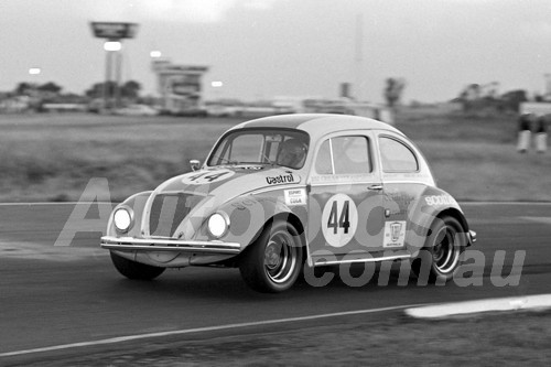 75104 - Darrylyn Huitt, Volkswagen - Twilight meeting Calder 18th January 1975 - Photographer Peter D'Abbs