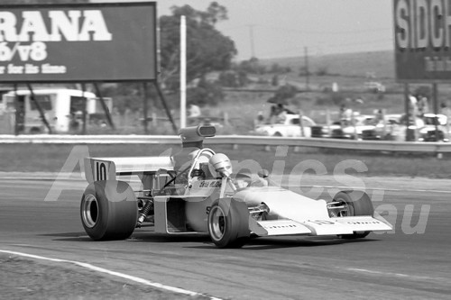 75150 - Chris Milton, McLaren M22 - Calder 1975 - Photographer Peter D'Abbs