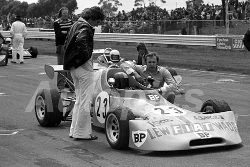 75153 - Paul King, Birrana 374 - Calder 1975 - Photographer Peter D'Abbs