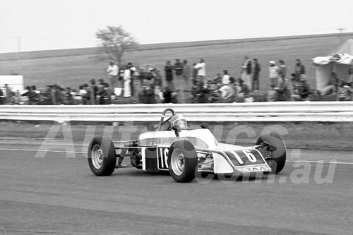 75154 - Ron Baddeley, Elfin Formula Ford - Calder 1975 - Photographer Peter D'Abbs