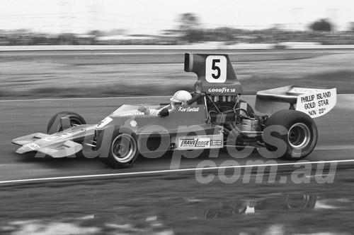 75167 - Kevin Bartlett, Lola T400 - Calder 1975 - Photographer Peter D'Abbs