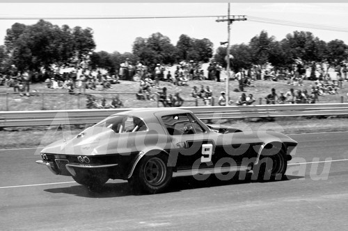 75186 - Philip George, Chev Corvette - Calder 1975 - Photographer Peter D'Abbs
