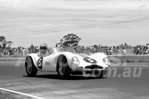 75187 - George Makin, MGA Ausca - Calder 1975 - Photographer Peter D'Abbs