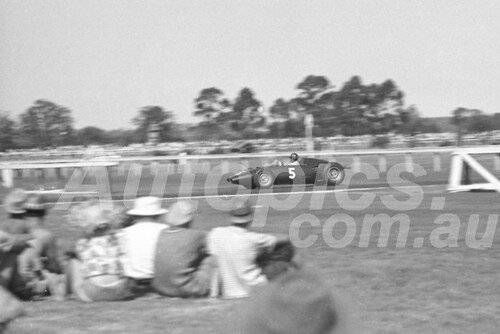 61540 - Graham Hill, BRM - Warwick Farm 1961