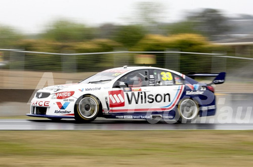 17710 - Garth Tander & James Golding Holden Commodore VF - Bathust 1000 - 2017