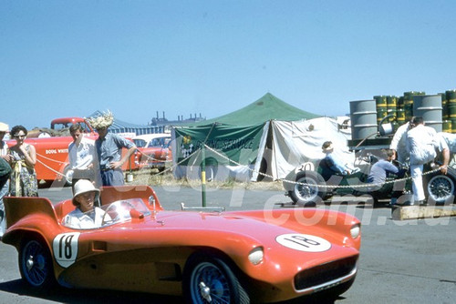 58125 - Lou Molina, Monza - Dodge tow car and trailer - Fishermans Bend 1958 - Photographer Barry Kirkpatrick