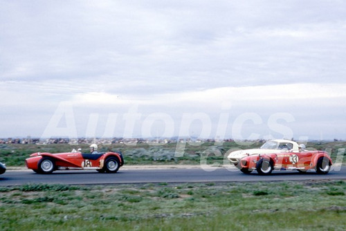 66105 - # 18 Brian Reed, Elfin, #33 John Wood, Lotus Super 7 & William Clemens, Lotus Elan - Calder 1966