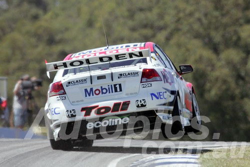 209720 - Garth Tander - Holden VE Commodore - Barbagallo Racewayo 2009 - Photographer Marshall Cass