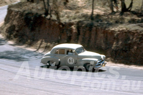 61022 - J. Millard - Holden FJ - Bathurst Easter 1961 - Photographer Peter Wilson