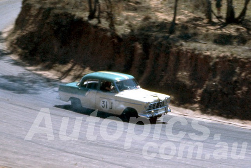 61023 - F. Davison Holden FE - Bathurst Easter 1961 - Photographer Peter Wilson