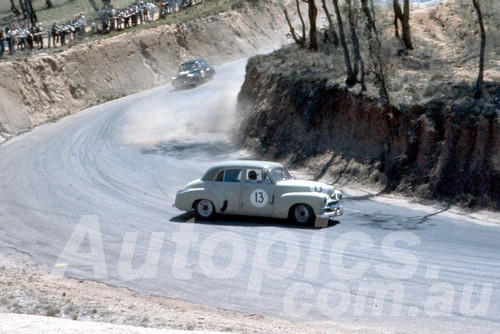 61025 - Bob Holden -  Holden FJ - Bathurst Easter 1961 - Photographer Peter Wilson
