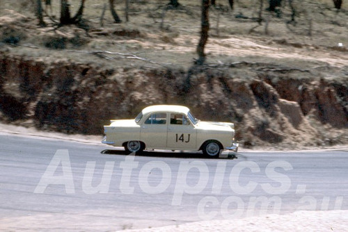 61027 - C. Smith - Morris Major - Bathurst Easter 1961 - Photographer Peter Wilson