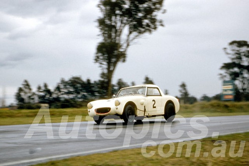61034 - Les Howard - Austin Healey Sprite - Warwick Farm 1961 - Photographer Peter Wilson