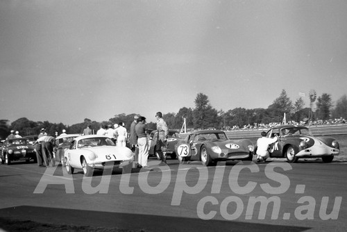 61059 - Leo Geoghegan Lotus Elite, Bob Jane, Maserati 300S & G. White Porsche - Warwick Farm 1961 - Paul Manton Collection
