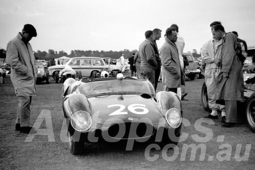 61068 - Bib Stillwell, Cooper Monaco - Warwick Farm 1961 - Paul Manton Collection