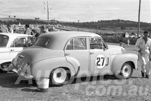 63053 - Des West, Holden - Bathurst Easter 1963 - Paul Manton Collection