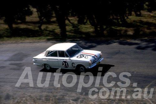 63744 - Leo & Ian (Pete) Geoghegan, Ford Cortina GT -  Armstrong 500 Bathurst 1963 - Peter Wilson Collection