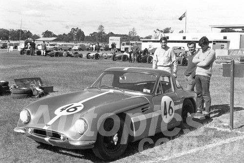 65311 - Kevin Bartlett, TVR Grantura - Warwick Farm 1963 - Paul Manton Collection