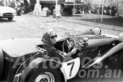 65315 - Lorraine Hill, Lotus Super 7 - Warwick Farm 1963 - Paul Manton Collection