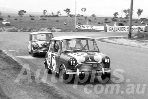 66787 - Bob Holden / Rauno Aaltonen, Morris Cooper S - Bathurst 1966 - Paul Manton Collection