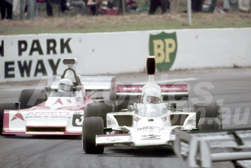 75623 - Warwick Brown, Lola T332 & Garrie Cooper, Elfin MR5 - Tasman Series Oran Park 1975 - Photographer Neil Stratton