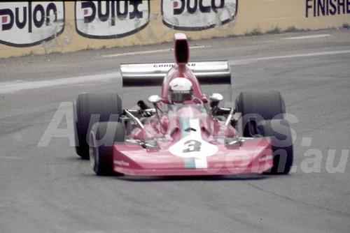 77643-  Warwick brown, Lola T430 Chev. - Tasman Series Australian Grand Prix Oran Park 1977 - Photographer Neil Stratton