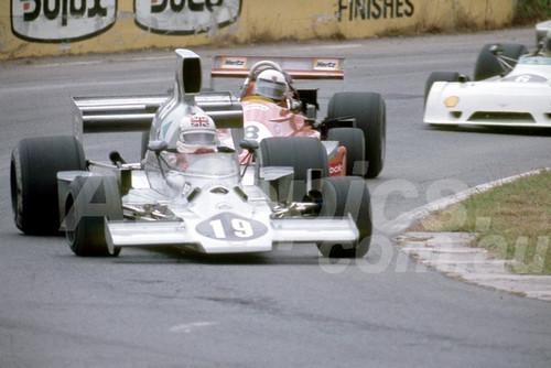 78648 - Derek Bell, Lola T430 -  Tasman Series Oran Park 1982