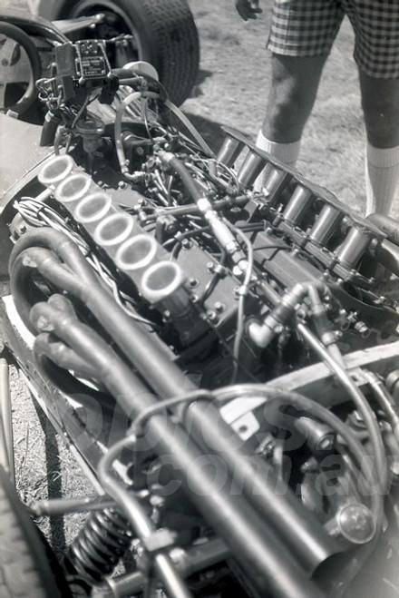68307 - Richard Attwood, BRM V12 - Warwick Farm Tasman Series 1968 - Photographer David Blanch