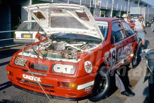 91851 - COLIN BOND / GRAEME CROSBY, FORD SIERRA - 1991 Bathurst Tooheys 1000 - Photographer Ray Simpson
