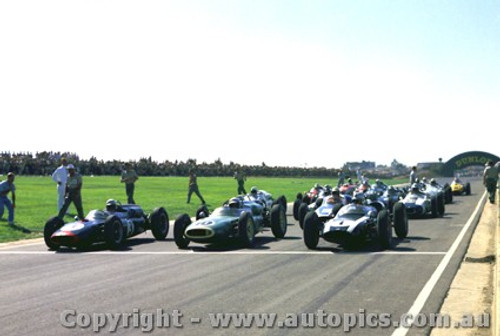 62522 - Start of the 1962 International - Sandown #1 Brabham Cooper / #10 B. McLaren Cooper / #3 J. Surtees Cooper / #5 C. Daigh Scarob