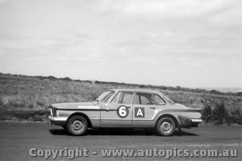 62718 - Hawthorn / Hibberd - Chrysler Valiant - Armstrong 500 - Phillip Island 1962