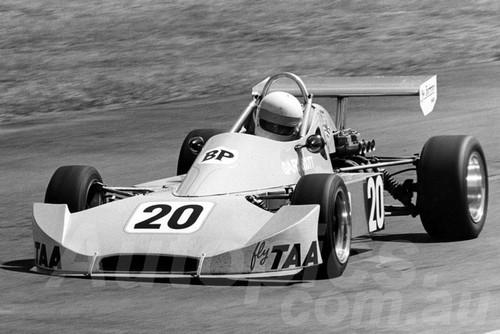76516 - Gary Scott, Cheetah F3 - Surfers Paradise 1976 - Jim Bertram Collection