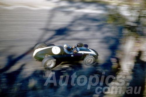 60109 - Jack Brabham's Cooper Climax - Bathurst 3rd October 1960 - Photographer Jeff Harrop