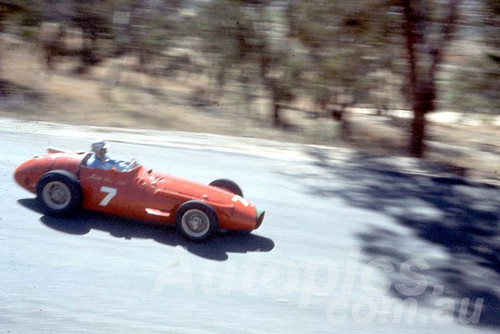 60112 - Arnald Glass Maseratti 250F - Bathurst 3rd October 1960 - Photographer Jeff Harrop