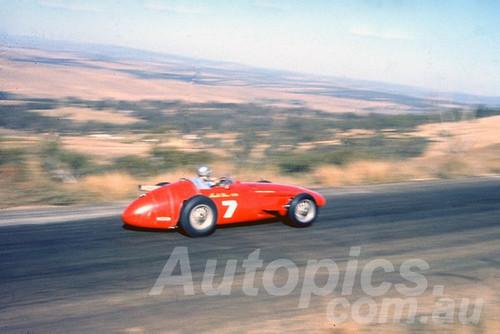60113 - Arnald Glass Maseratti 250F - Bathurst 3rd October 1960 - Photographer Jeff Harrop