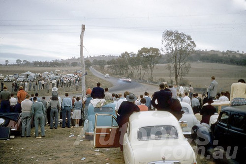 60118 - The view up Mountain Straight - Bathurst 3rd October 1960 - Photographer Jeff Harrop