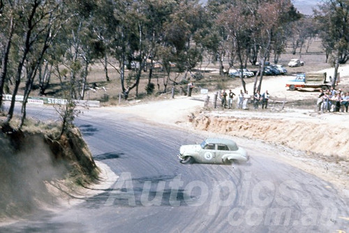 60120 - Bob Holden, Holden FJ - Bathurst 3rd October 1960 - Photographer Jeff Harrop